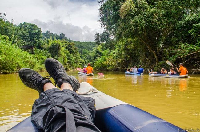 Eine kleine Bootstour im Nationalpark  Khao Sok, bei Khao Lak, Thailand