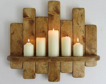 Rustikales Wandregal hängend / floating. Hergestellt aus wiedergewonnenen Paletten Holz. Fertig in antik braun Bienenwachs. Geeignet für jeden Raum und fast jede Nutzung!!! Jedes Regal misst ca. 66cm Breite X 45 cm hoch X 12 cm tief, das eigentliche Regal ist 9,5 cm tief. Diese sind handgefertigt, so bestellen Sie bitte erlauben 5-8 Werktage für UK Lieferung.