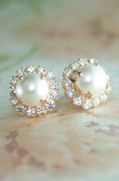 BEAUTIFUL ivory pearl earrings with DK GESM VOTED BEST st maarten jewelry stores. We have a large choice of pearl earrings, diamond earrings and much more at DK Gems. DK Gems, jewelry store : 69 A Front street, Philipsburg, St Maarten