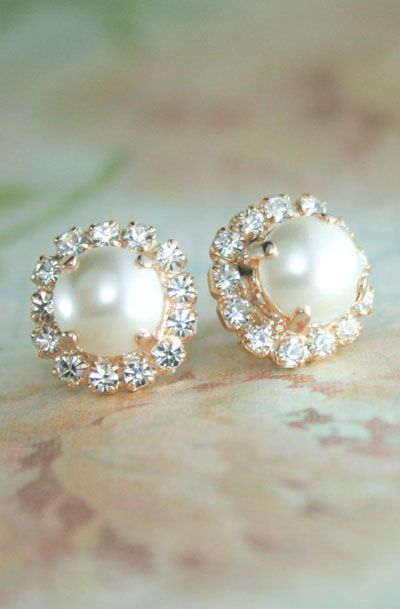 BEAUTIFUL ivory pearl earrings with DK GESM VOTED BEST st maarten jewelry stores. We have a large choice of pearl earrings, diamond earrings and much more at DK Gems. DK Gems, jewelry store : 69 A Front street, Philipsburg, St Maarten