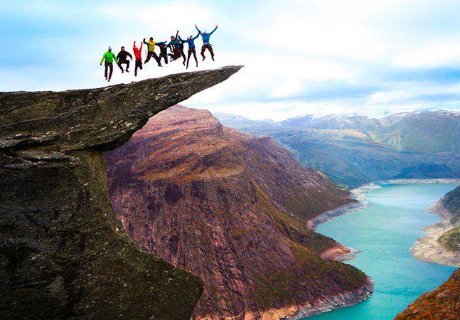Um precipício impressionante na Noruega, de nome Trolltunga, que significa alíngua do Troll, é considerado o mais assustador de todos pelo jornal The Huffington Post. O trecho foi formado há milhares de anos quando uma parte da montanha congelou e acabou se quebrando, deixando um pedaço pairando no ar. A borda fica a 2.300 metros acima do lago. Turistasem busca de adrenalina desafiam os perigos da extremidade da rocha. Aliás, se você pretende dar um pulo lá, precisa de disposição, pois o…