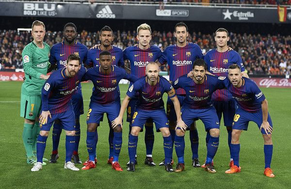 The Barcelona team line up for a photo prior to kick off during the La Liga match between Valencia and Barcelona at Estadio Mestalla on November 26, 2017 in Valencia, Spain.