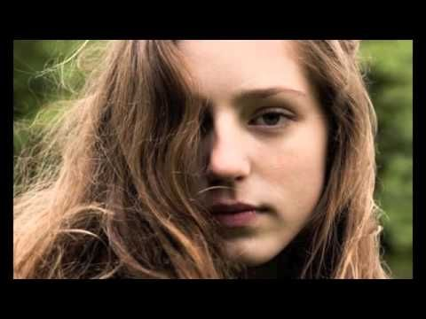 Birdy - Let Her Go (Passenger Cover) I absolutely love this girl so much, and she has some amazing covers...