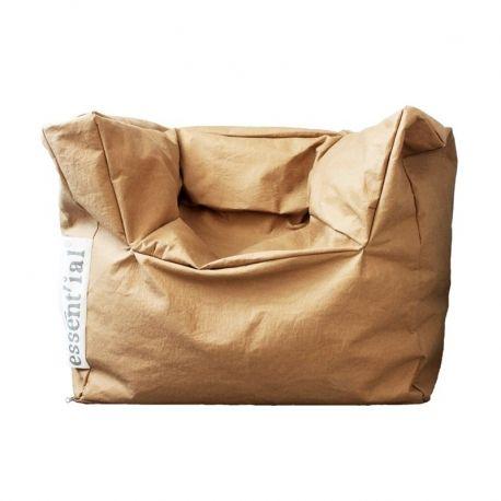 La Ecopoltrona della linea Le Sedute è un prodotto di Essent'ial. Ricorda un grande sacco ma è una poltrona con tanto di braccioli inclusi. Sembra di carta ma è realizzato in fibra di cellulosa lavabile.