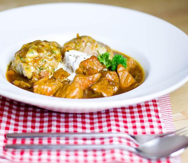 Juicy Malzbiergulasch with Dumplings