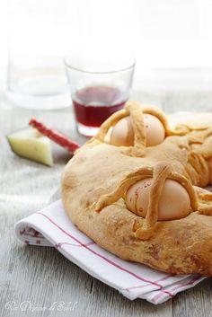 Casatiello : brioche salée fromage et salami typique de Naples et de Pâques- Savory Italian brioche