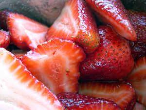 How to Freeze Strawberries http://www.simplycanning.com/how-to-freeze-strawberries.html