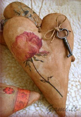 Širdelės formos siuvinys – dovana