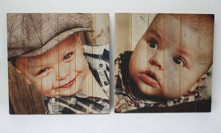 Babyfoto op authentiek steigerhout | Geeft uw foto een robuuste en brocante uitstraling | Ook een foto op steigerhout? Bestel eenvoudig op www.timberprint.nl #fotoophout #steigerhout