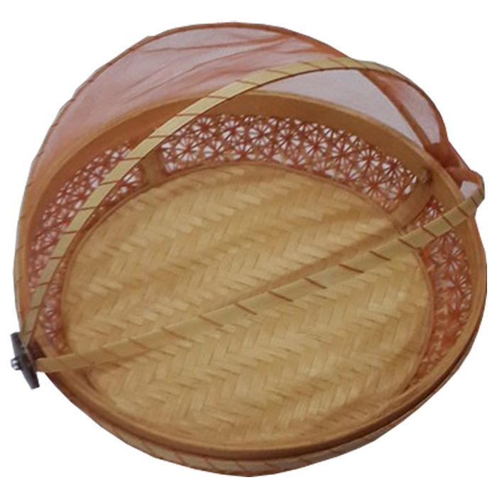TilaVie Tudung Saji Anyaman - Natural  Bahan : Anyaman bambu Ukuran : 26cm x 26cm x 7cm Fungsi : Tudung saji ini dapat digunakan sebagai asesoris penghias rumah, selain itu bisa digunakan untuk tempat mengemas seserahan ataupun hantaran dihari bahagia lainnya.