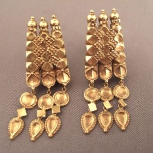 """22kt gold, India     Description     These ancient earrings from Tamil Nadu with such a """"modern"""" design are typical of southern India with its superb granulation and design with pretty tassels...      Weight:2 x 4gr    Height:1,57inch"""
