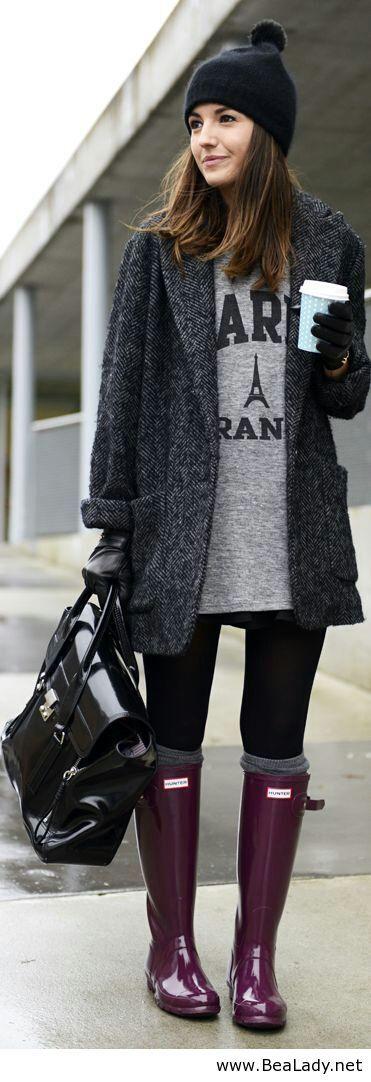 look depo+ saco vintage+ gorra de lana+ botas de lluvia.