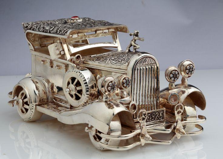 Delicately designed elegant silver showpiece...