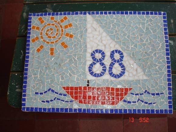 Número mosaico para casa de praia feito em pastilha de vidro e base de fibrocimento R$ 97,20