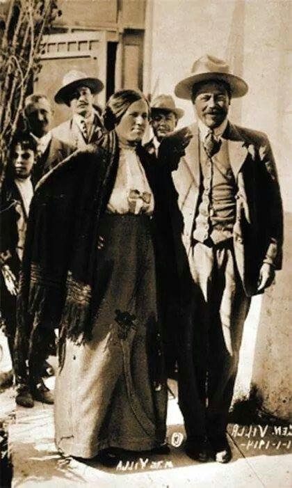 """Hoy se cumplen 91 años de la muerte del"""" Centauro del Norte"""".El 20 de julio de 1923 fue asesinado en una emboscada que le tendió Jesús Salas Barraza,uno de sus enemigos. En la imagen, Francisco Villa acompañado por su esposa Luz Corral."""