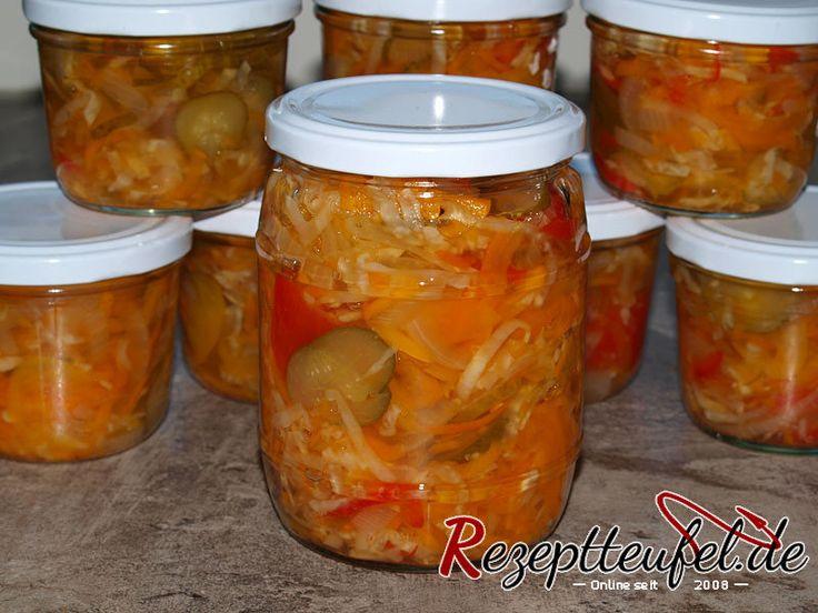Pusztasalat  Der eingemachte Pusztasalat bildet eine optimale Grundlange für Zigeunersoße oder zum Beispiel säuerliche Suppen- und Fleischtöpfe.