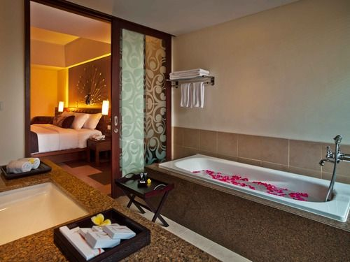 Suite Bathroom at Sun Island Hotel Kuta #balisuites #bali #suites #kuta