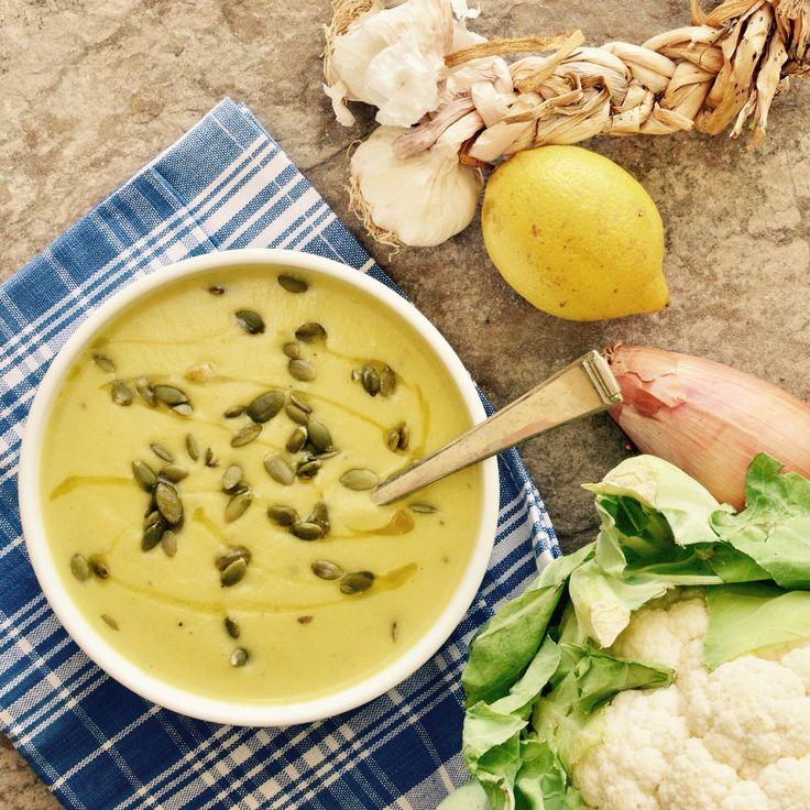 Blomkålssoppa! 🌱 Receptet finns i meny 13.  www.allaater.se