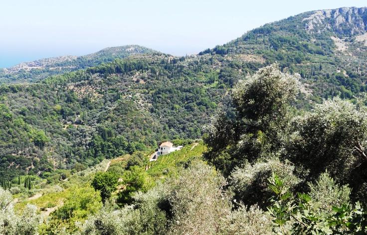 Samos adasının doruklarında, Manolates dağ köyü...