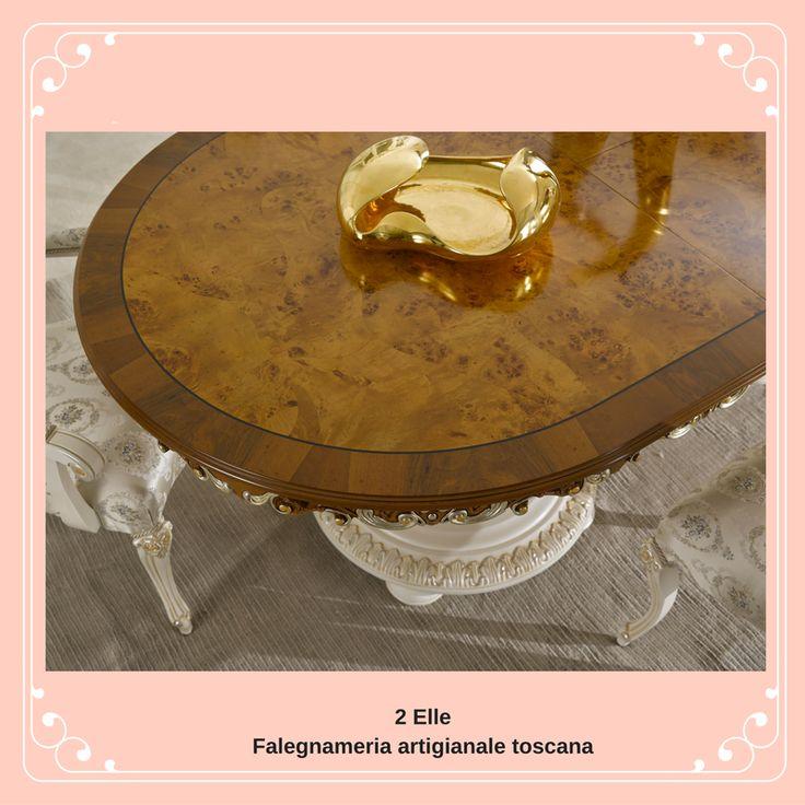 Piano tavolo in radica di noce, basamento laccato bianco, profili in foglia oro e argento Il calore del legno in tutte le sue espressioni, unendo il bello alla tradizione 2 Elle... Altro...