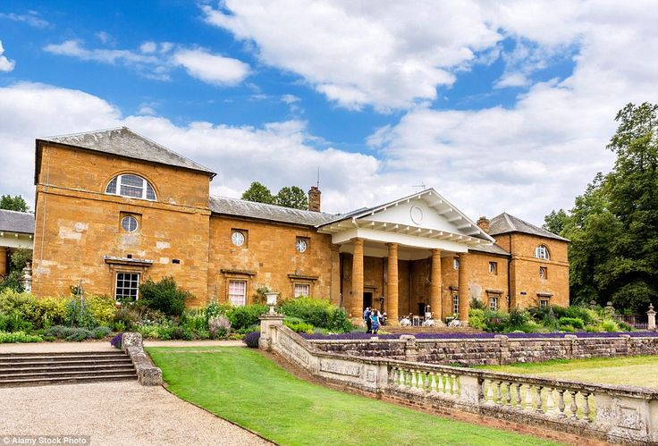 The stately mansion and sprawling grounds in Northamptonshire are currently owned by Diana's brother, Earl Charles Spencer
