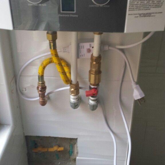 Instalación de calentador de gas natural con valvulas instrustadas