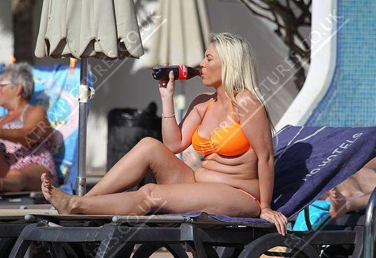 Matrix Daily Matrix Exclusive: Fuller figured Frankie Essex pledges to shape up in 2016,  #beachbody #Bikini #brother #celebrity #cellulite #diet #fat #FrankieEsex #JoeyEssex #sister #TheOnlyWayisEssex #TOWIE #twopiece #weightloss