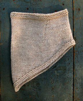 Side view of bandana cowl scarf free pattern
