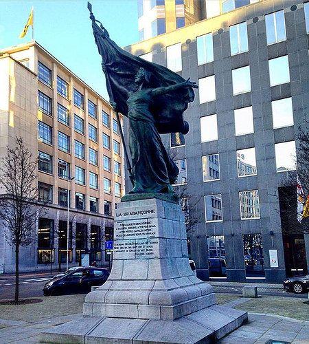 Statue de la Brabançonne, située sur la place Surlet de Chokier à Bruxelles