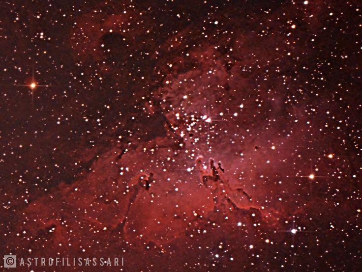 Fotografia della Nebulosa Aquila M16 scattata presso la località di Porticciolo, Alghero. Somma di 11 foto per una esposizione totale di 1 ora e 15 minuti.