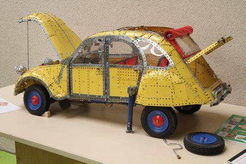 La 2CV en meccano (Conservatoire Citroën)