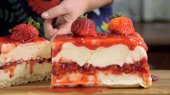 Cheesecake λευκής σοκολάτας με φράουλες