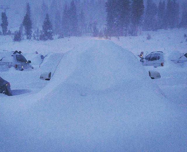 Hasta 150 cm de nieve se acumulará en California, Mammouth  Mountain, foto de ayer miércoles tarde. #yasoylugareño #snowboarding #freeski #freeride #skiing #powder #mammouth