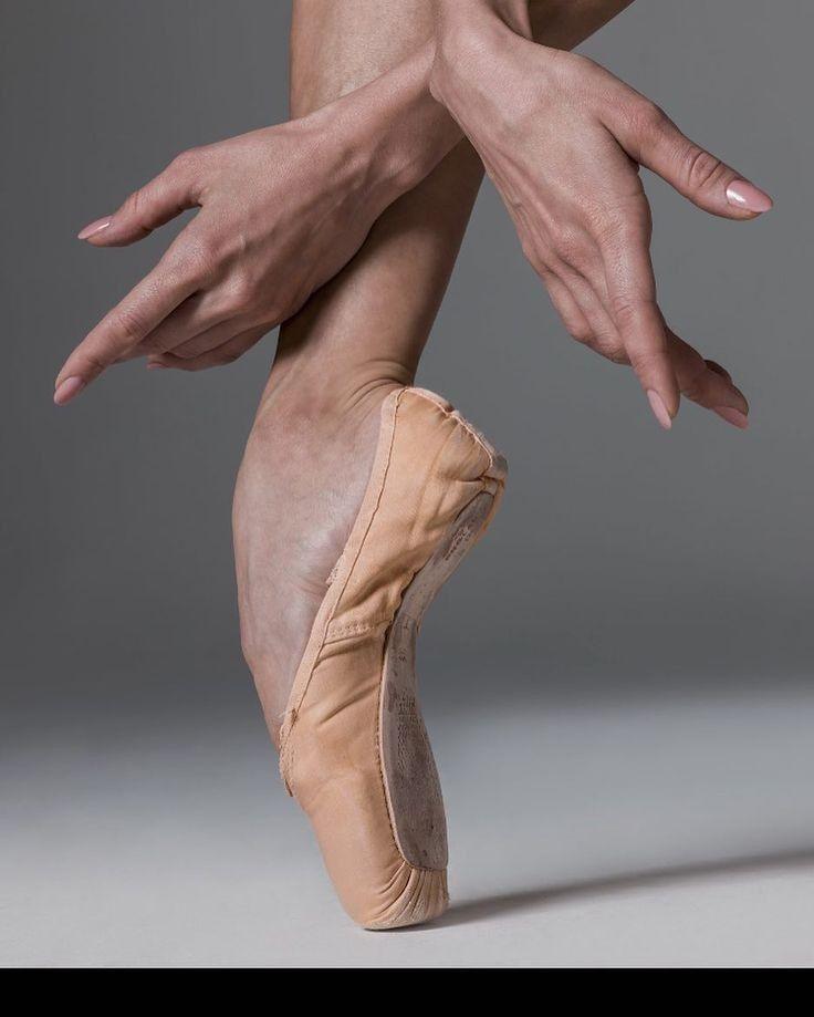 строительной фирме ступня балерины фото среде