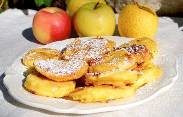 Если традиционные оладушки вам наскучили, приготовьте яблоки в кляре. Это очень простое, но вкусное блюдо, которое можно подавать на завтрак или десерт.    Ингредиенты:  Яблоко среднее3 шт. Мука125 …