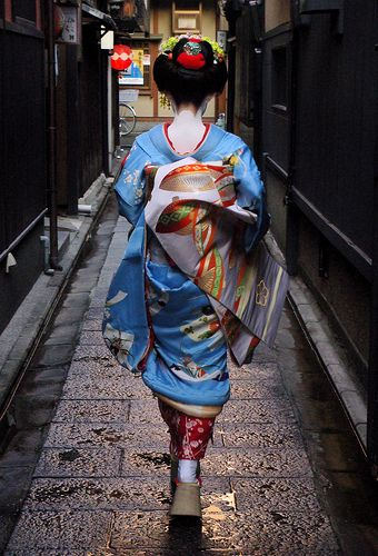 Maiko - by Michael Chandler. Kyoto, Japan. Beautiful. I LOVE my background culture