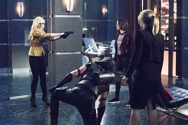 BuddyTV Slideshow | 'Arrow' Episoder 4.17 Photos: Felicity vs. Bug Girl