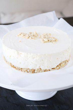 Niin, tiedän väittäneeni edellistä juustokakkua parhaaksi ikinä – vaan nyt löytyi kuulkaas vieläkin parempi. Ainakin tuota edellistä parasta juustokakkua huomattavasti raikkaampi ja kevyemmän oloinen. Ehkä on väärin kumpaakin kakkua kohtaan …