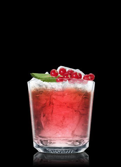 Absolut Misteltoe Ingredients 1 Part ABSOLUT VODKA 2 Parts Cranberry Juice 1 Splash Lime Juice Lemon-Lime Soda 1 Leaf Mint Leaf 1 Whole Red Currant How to mix Fill a rocks glass with ice cubes. Add ABSOLUT Vodka, cranberry juice and lime juice. Top up with lemon-lime soda. Garnish with mint leaf and red currant.