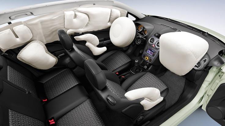 Opel Corsa 5 puertas, seguridad. Barras Laterales en Puertas - Cinturones de Seguridad de Tres puntas - Doble Airbag - Frenos ABS con EBD en las 4 ruedas