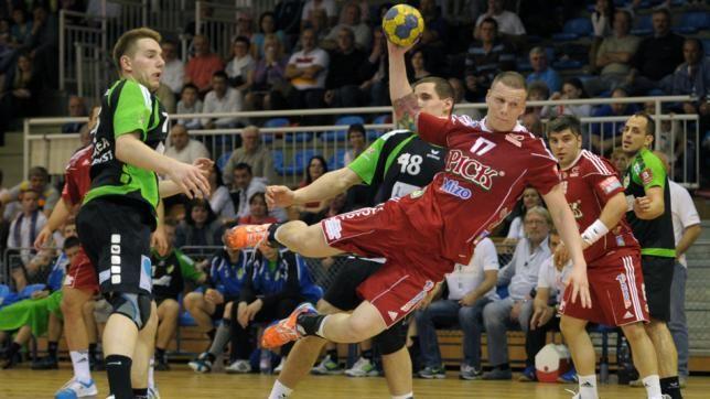 Továbbra is veretlen a magyar férfi kézilabda bajnokságban szereplő Pick Szeged, miután legyőzte a Győr együttesét. A tavalyi második helyezett Pick Szeged csapata a papírformának megfelelően legyőzte a győri csapatot, méghozzá fölényesen 31-19-re, így a Tisza-partiak 5 forduló után továbbra is 100%-os teljesítményt tudhatnak maguk mögött. A másik összecsapáson a Vác a Grundfos-Tatabányát fogadta. A […]