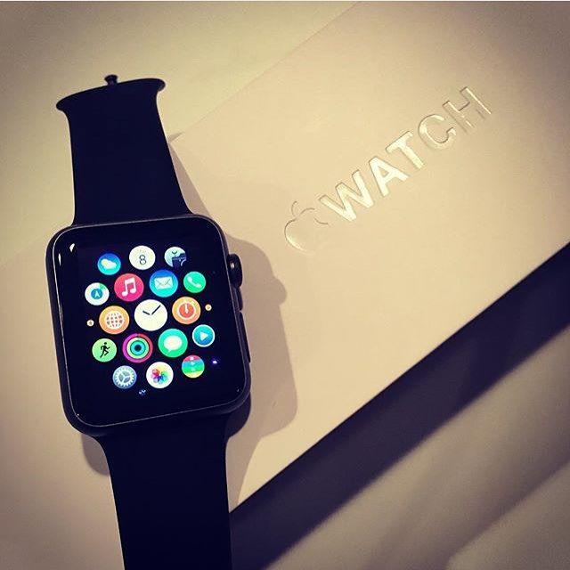 APPLE WATCH Apple Watch Sport 38mm Black Disponível para encomendas. Caixa Manual e Certificado. Original 1 Ano de Garantia Whatsapp: 21 96448-2172 FRETE GRÁTIS R$2.399 À Vista R$2.599 Em 5x sem juros. Até 12x via Mercado Pago. Somente Encomenda ------------------------------------------- #labellemultimarcas #LabelleTeam #apple #applewatch #applewatchsport #errejota #relogio #riodejaneiro #021#ddd21 #luxo #estilo #rj #brasil #exclusividade #lojaonline #entregagarantida…