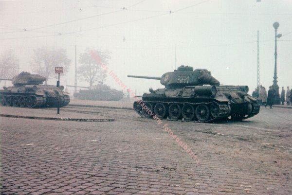 Tankok a Szent Gellért téren, 1956 végén.