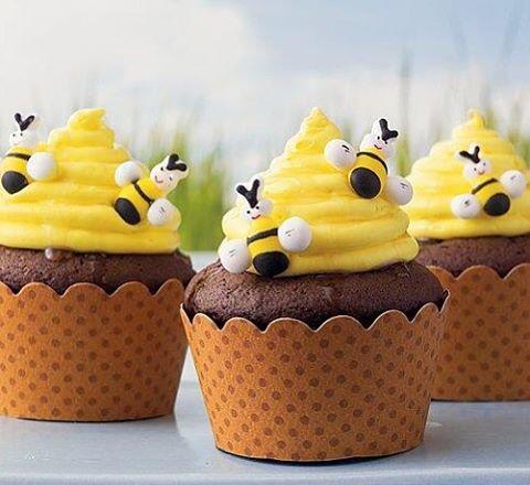 Cupcakes de Mel  Olha que gracinha essa decoração  #cupcakes #decoração #mel…
