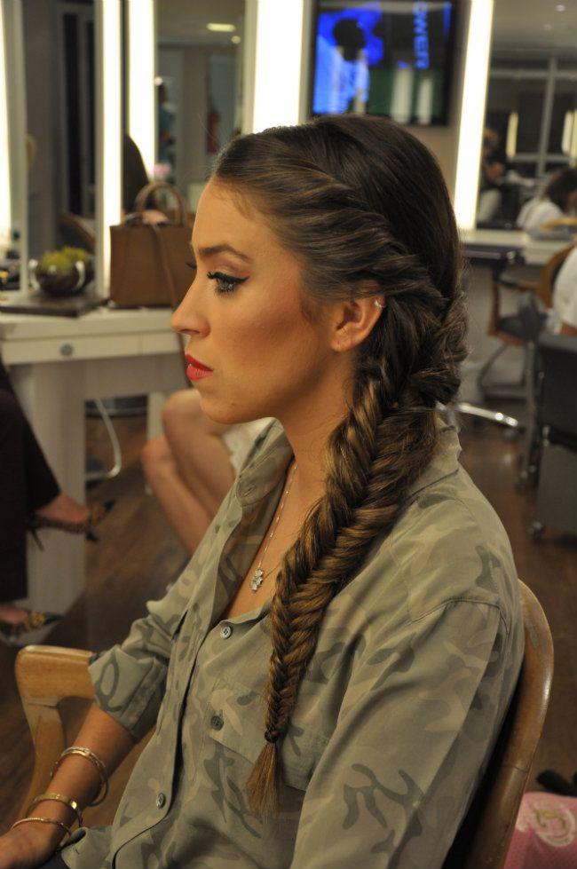 Penteado cool para Diana Krepinsky - uma trança com lateral torcida.