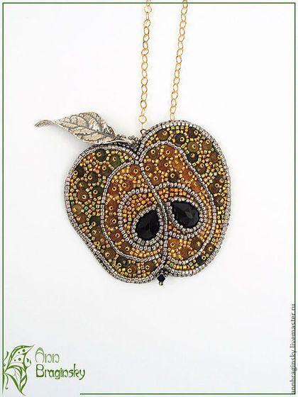 Beaded pendant / Колье, бусы ручной работы. Ярмарка Мастеров - ручная работа. Купить Золотое яблоко. Handmade. Фрукт, турмалин, серый, колье