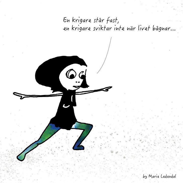 Hej! Hur får du ihop vardagen med blöjbyten, läxläsning, matlagning, träning, avkoppling, vänner, nöjen och annat? För mig är tricket yoga. Jag känner att det stärker mig både i stunden och i ett förebyggande syfte så jag kan prioritera rätt och hantera vardagen, i alla fall någorlunda. Jag gillar krigarpositionen, Virabhadrasana. I den blir mina ben starka och jag tränar min balans och koncentration så jag kan stå på stadiga ben även när livet kör ihop sig. Vilken yogaposition gillar du?…