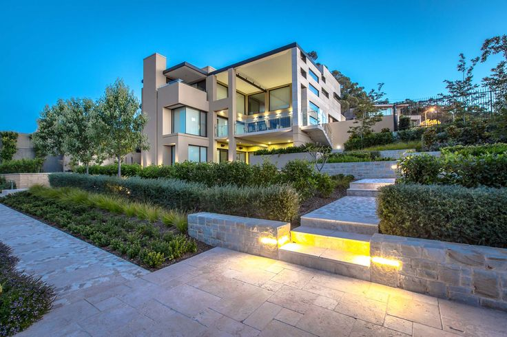 Mitcham Residence - Hand crafted sandstone walls