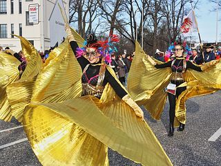 """Karnevalsumzug Cottbus 2016 - Zug der fröhlichen Leute """"Winter"""", sunshine and carnival. The weather was ideal. The 25th """"Zug der freiges Leute"""" (East of Germany's largest carnival parade) attracted countless beauties from near and far on the Cottbuserstrasse on 07.02.2016. The train started at 1:11 pm on Franz-Mehring-Straße. The approximately 3000 fools marched across the Brandenburger Platz and the Karl-Liebknecht-Straße to the large Festzelt on the Viehmarkt."""