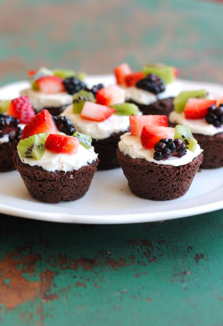 """Gluten-Free Brownie Fruit Pizza Bites - mini fruit pizzas with a brownie bite """"crust"""" are the perfect easy dessert recipe for entertaining guests."""
